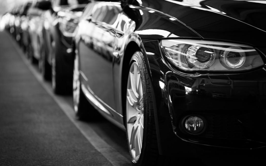Popularne praktyki wypożyczalni samochodów w Polsce i za granicą?