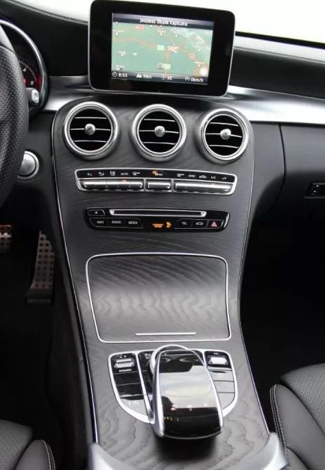 wypozyczalnia-samochodow-mercedes-c-klasa-amg-automat